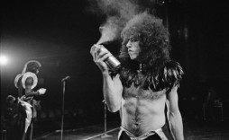 DETROIT, USA - 16th MAY: Guitarist Paul Stanley from American rock group Kiss sprays his hair with a can of hairspray on stage at Cobo Hall in Detroit during the concert recording of Alive! on 16th May 1975.  (Photo by Fin Costello/Redferns)